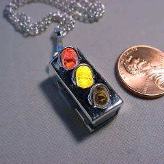 Lighted necklace from the UK with red-yellow before green