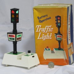 Battery Operated Traffic Light with manual push-button signal change