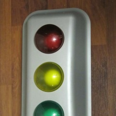 Wall Hanging Traffic Light : Decorations of traffic lights for the garage, kitchen, or... bedroom. Oh, my!