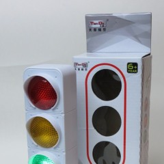 Battery operated traffic light by Tian Du